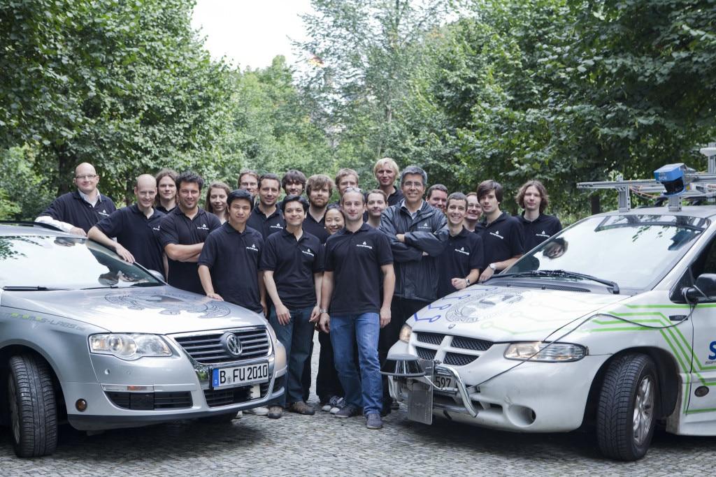 AutonomosLabs Team with Cars