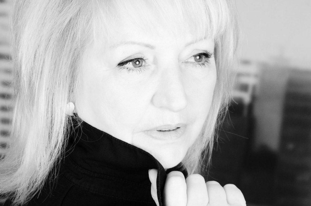 Sinnliches Portät Anja Schönborn in schwarzweiss