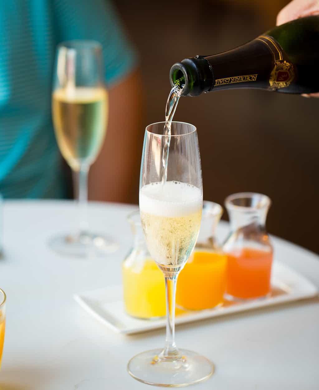 Felix Charleston Brunch Champagne Pour