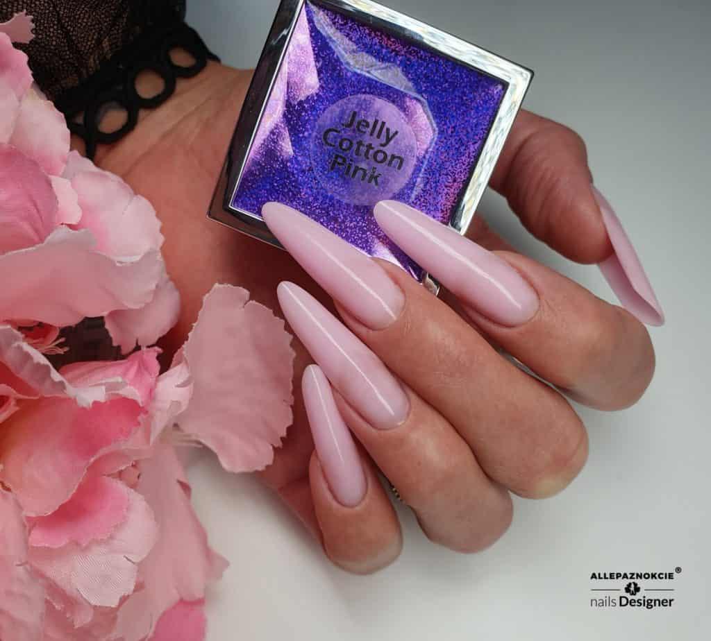 manicure żelowy w kolorze nude