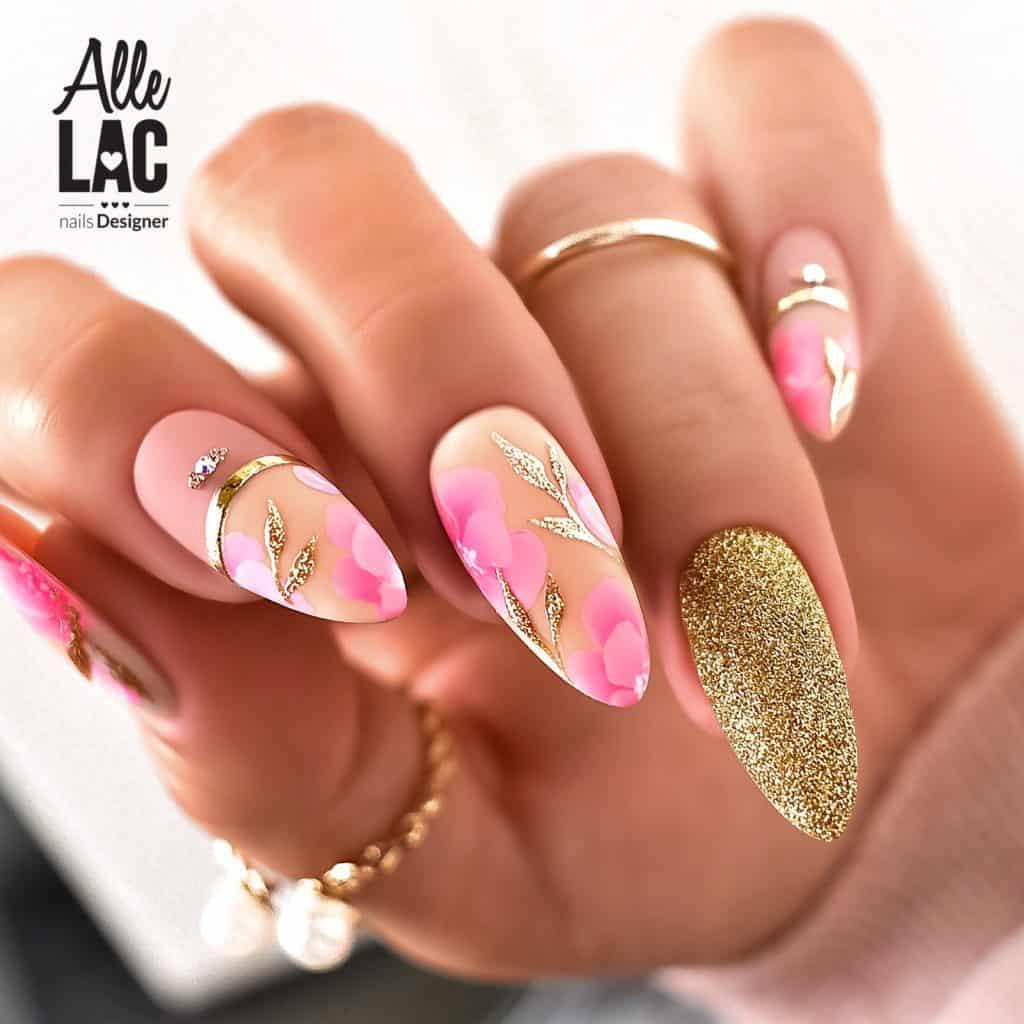 złoty brokat na paznokciach
