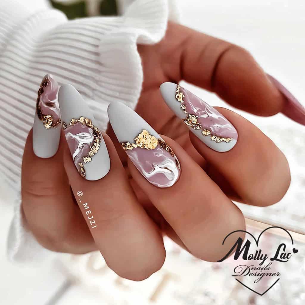 minimalistyczne paznokcie ze złotem