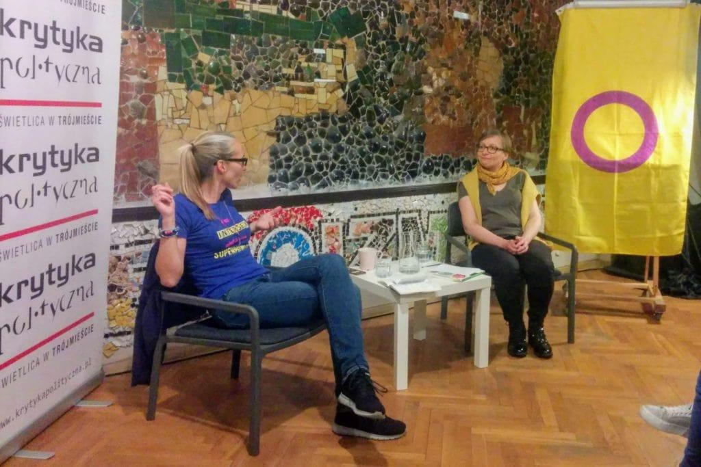 Interpłciowość, Magda Rakita, i prof. Renata Ziemińska, z prawej strony flaga interpłciowości