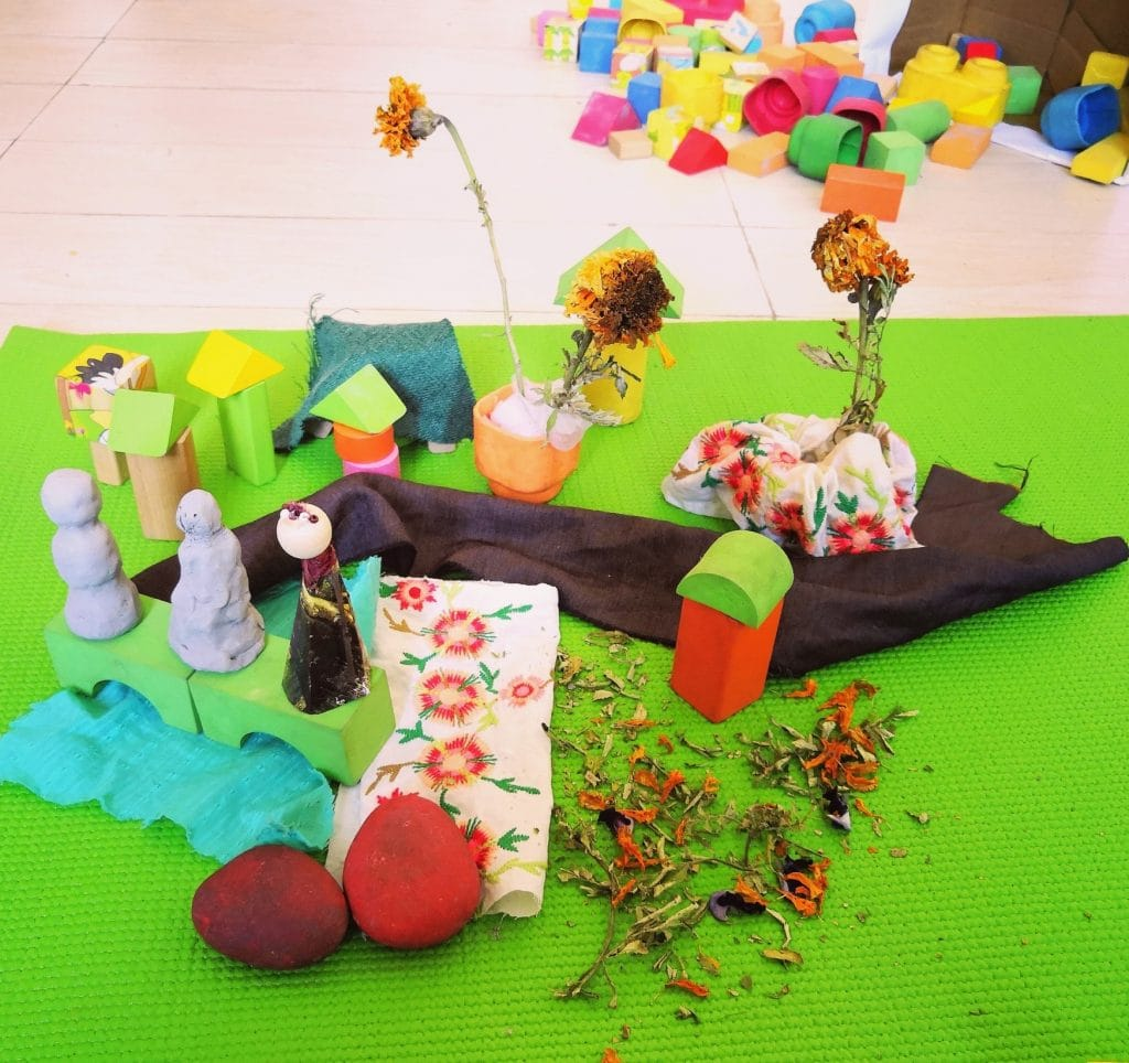 pretend play with loose parts
