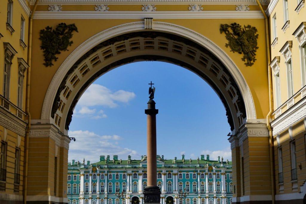 General Staff Building & Hermitage, Saint Petersburg – Experiencing the Globe