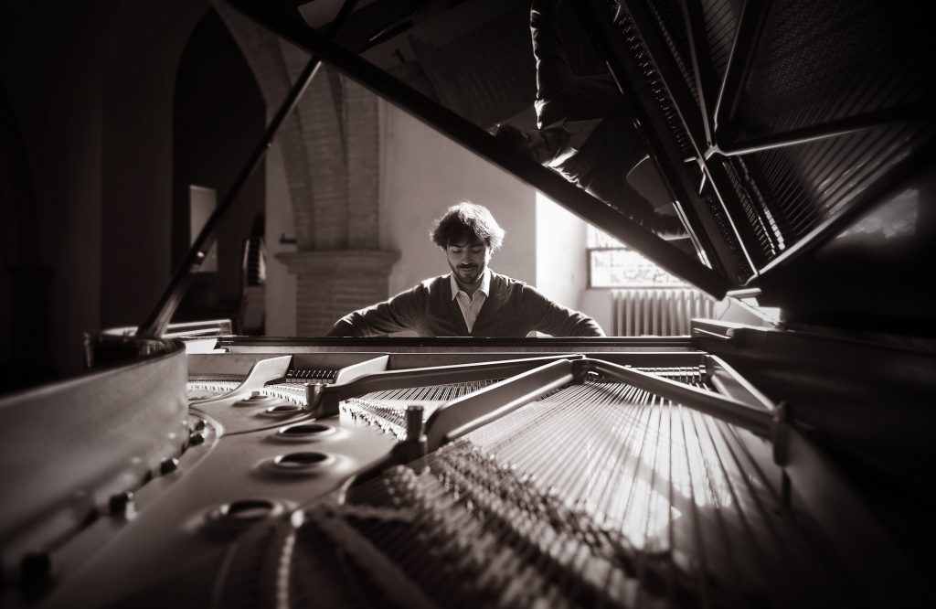 Greg jouant du piano
