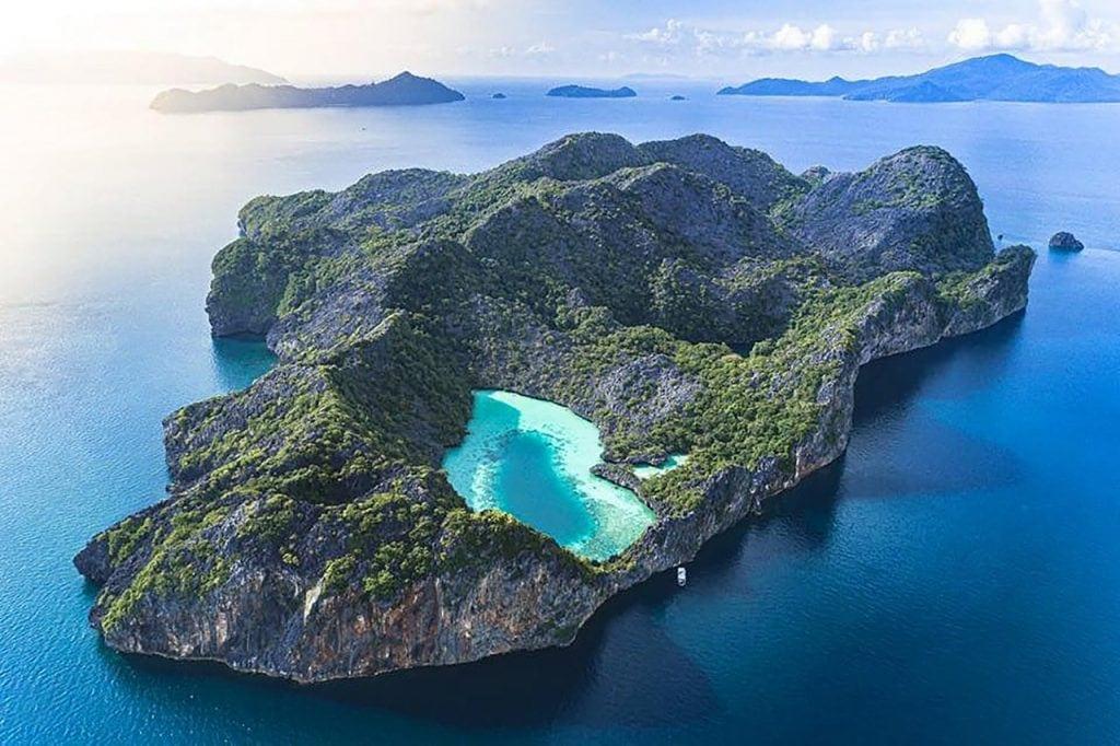 https://media-cdn.tripadvisor.com/media/photo-m/1280/1a/10/0c/47/mergui-archipelago-is.jpg