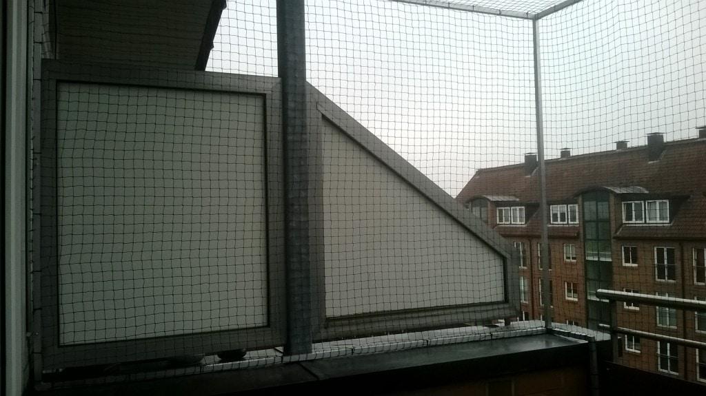 Katzennetz für Balkon wurde ohne bohren befestigt