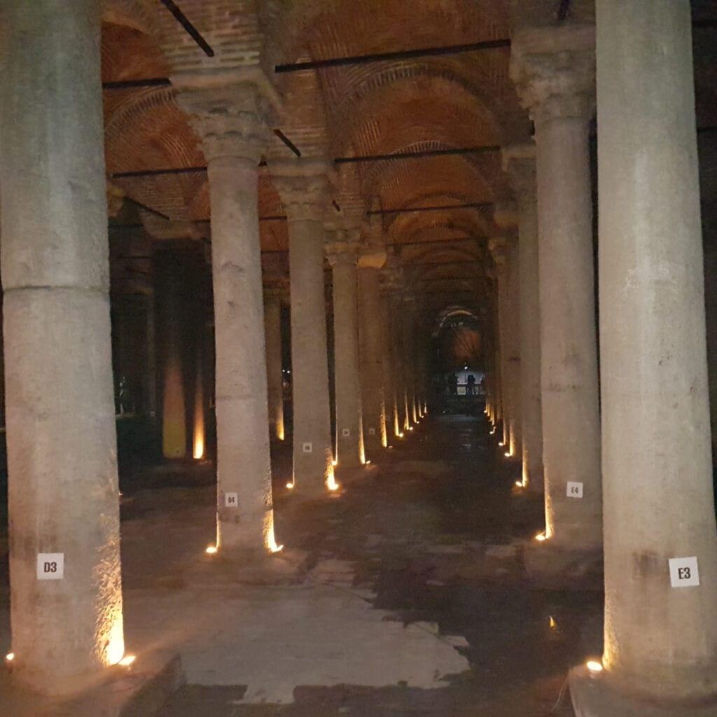 Цистерна Базилика, Что посмотреть в Стамбуле