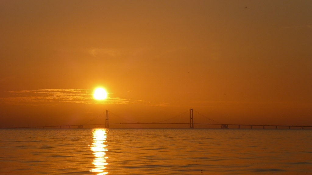 Udsigten til solnedgangen bag Storebæltsbroen er altid betagende.