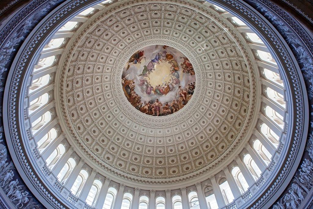 Die Kuppel des Capitol von unten