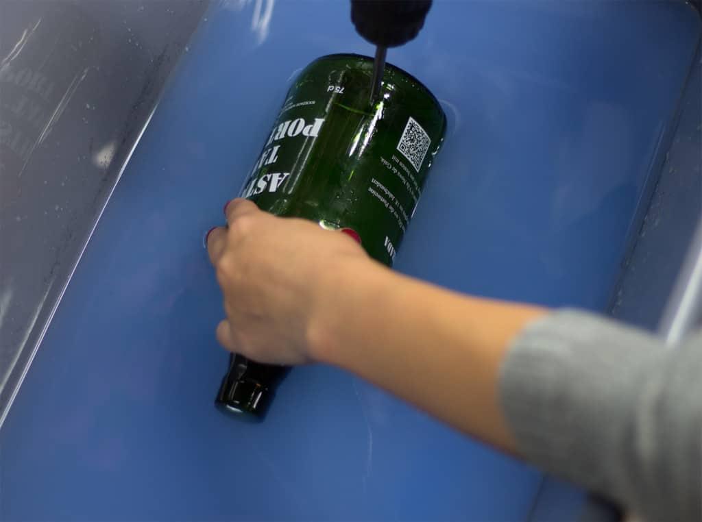 So geht das! Lampe aus alten Flaschen ganz einfach selber machen