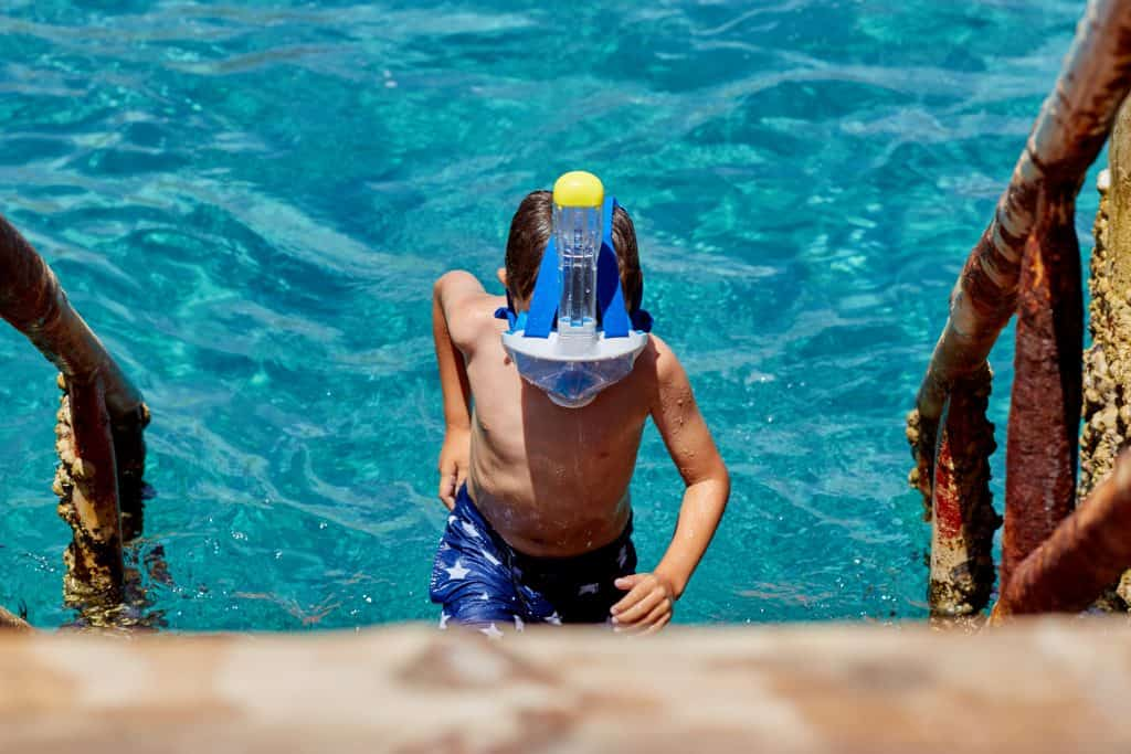 Child with full-face snorkling mask