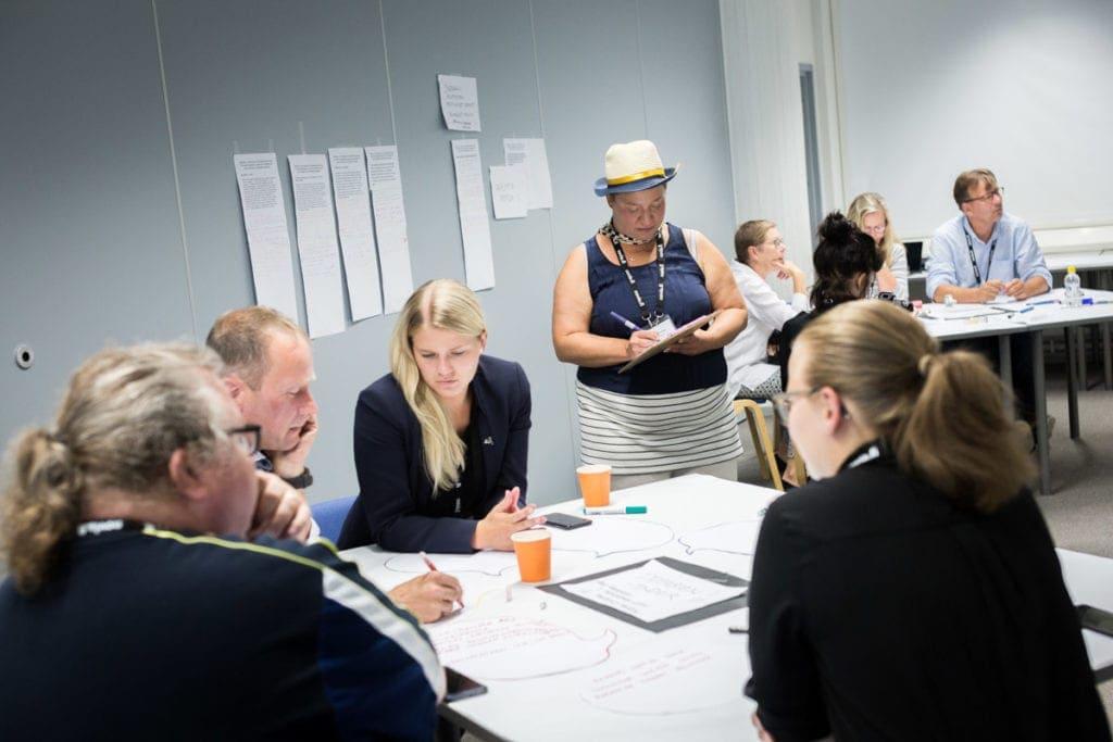 Innovaatiotyöpaja ja työskentely innovaatiokulttuurin kehittämiseksi yhdessä monitaiteilija Liana Potilan kanssa.