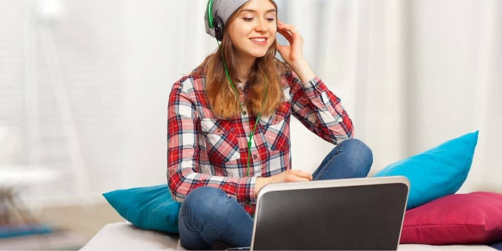 teen girl with laptop and headphones, making money at an online teen job
