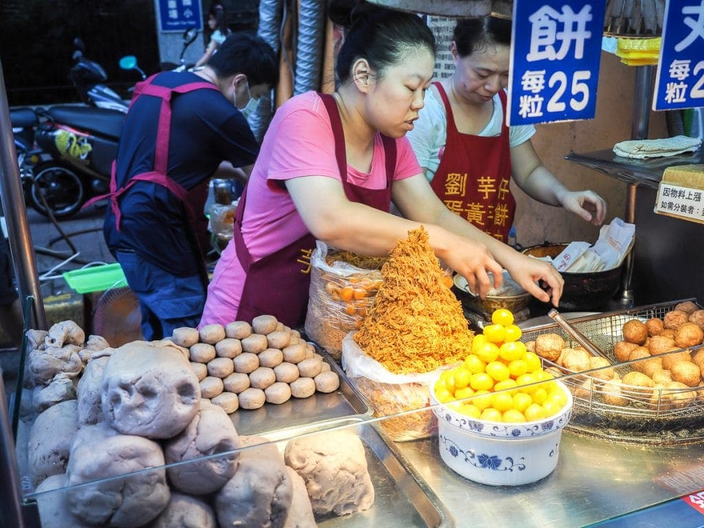 Liu Yu Zai deep fried taro balls at Ningxia Night Market in Taipei