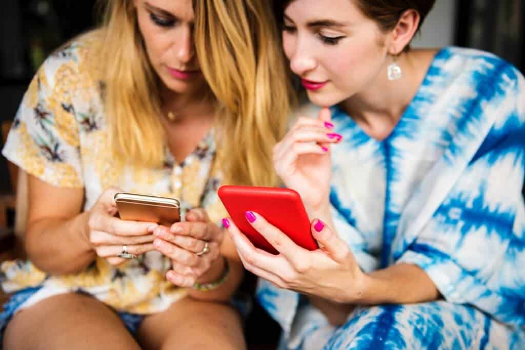 Is Online Dating Bad For Self Esteem? Here's How You Can Prevent It