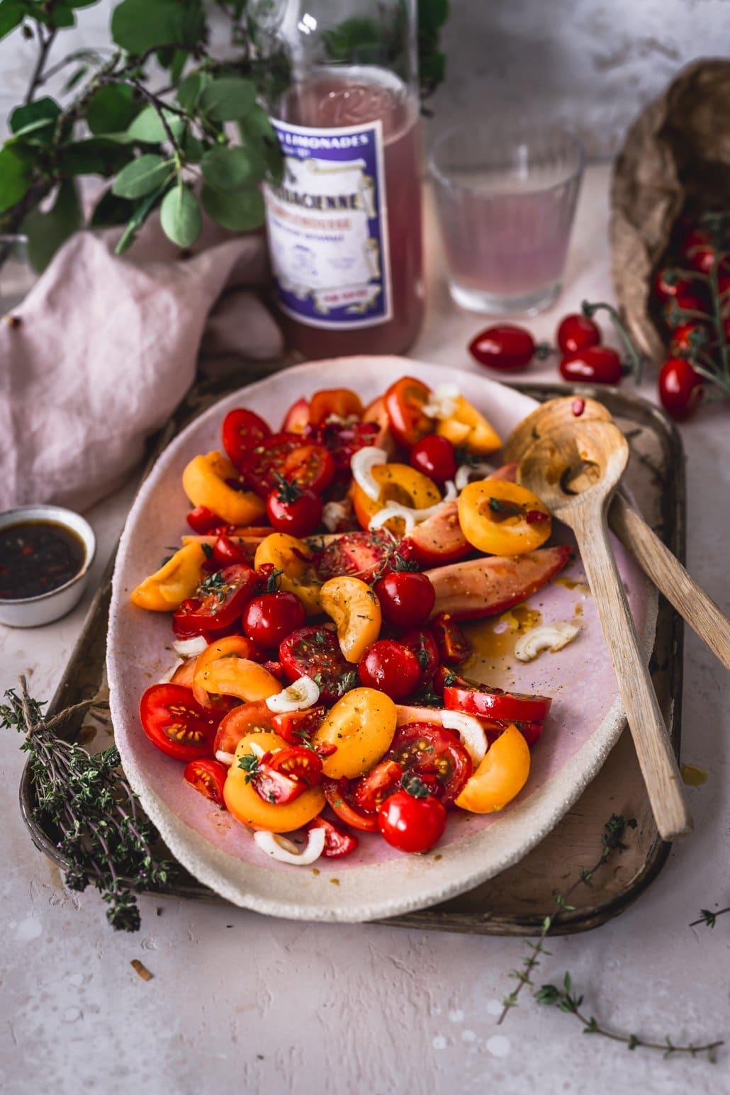 Tomatensalat mit Aprikosen