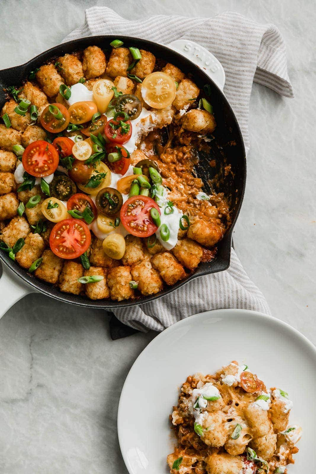 Cheeseburger Tater Tot Casserole: tastes just like a cheeseburger, topped with gooey cheese and a layer of crispy tater tots. Perfect for the Super bowl!
