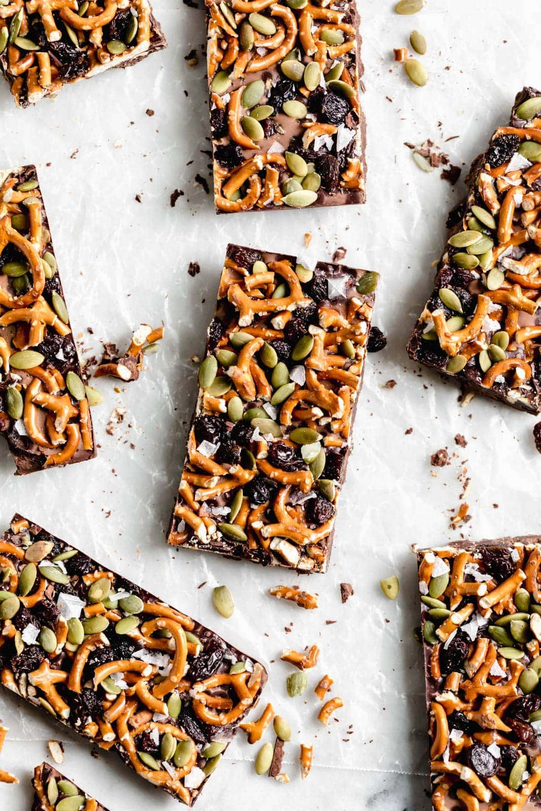 A ridiculously cozy fall dark chocolate bark made with 86% chocolate, pumpkin seeds, pretzels, & dried fruit. Did I mention it's nearly 1/2 inch thick?!