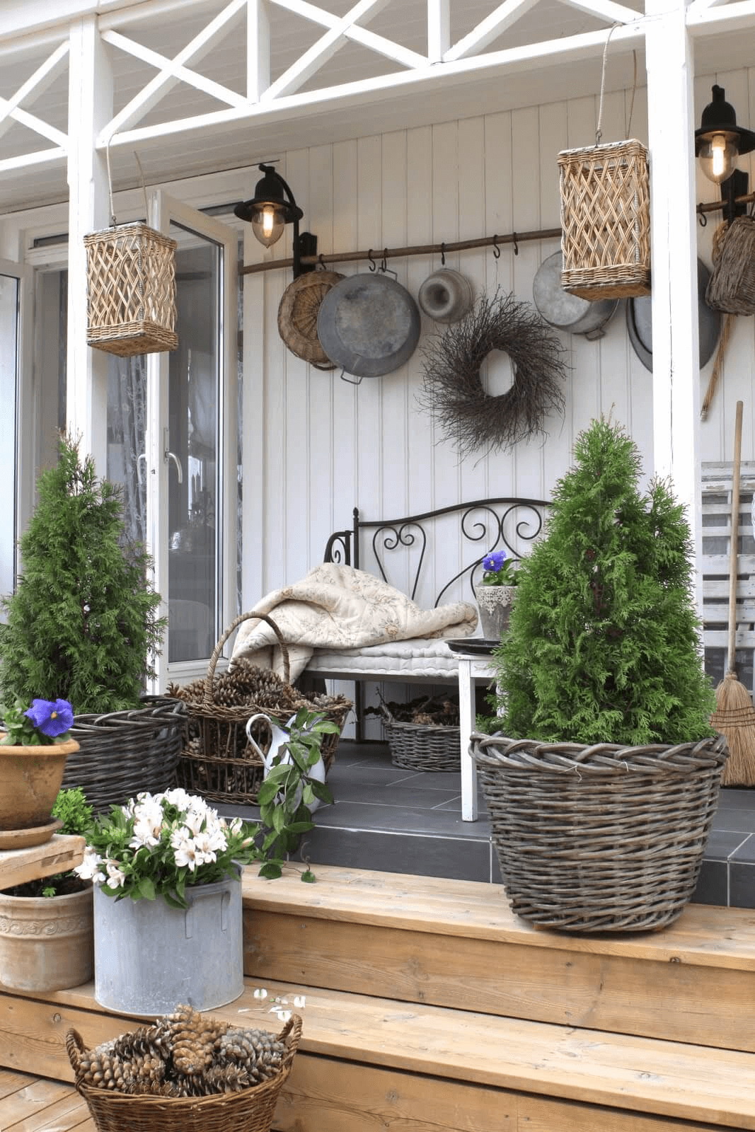 OLD BLANKED AND LIGHTING FARMHOUSE PORCH DECOR IDEAS