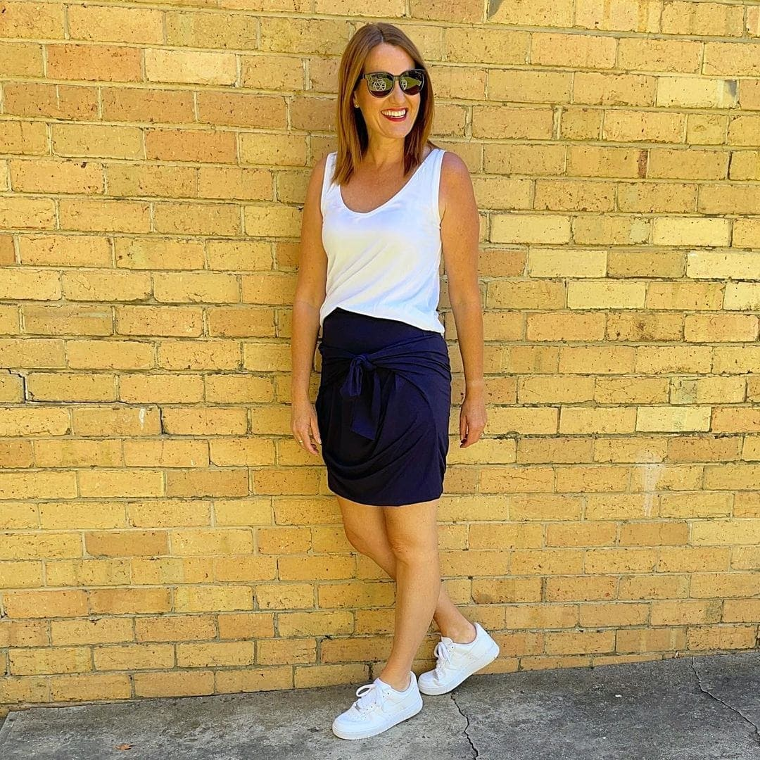 Karen in a jersey skirt and sneakers | 40plusstyle.com