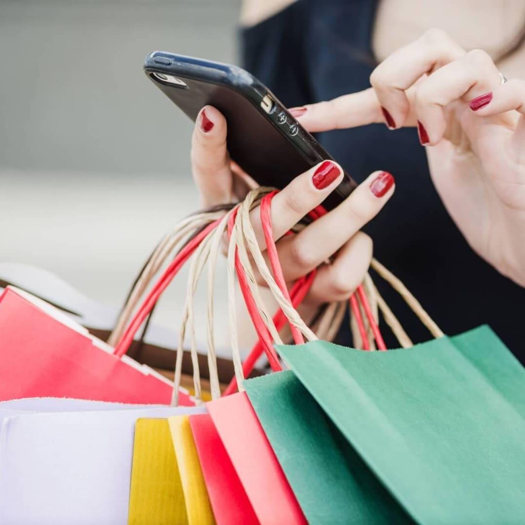 woman shop online