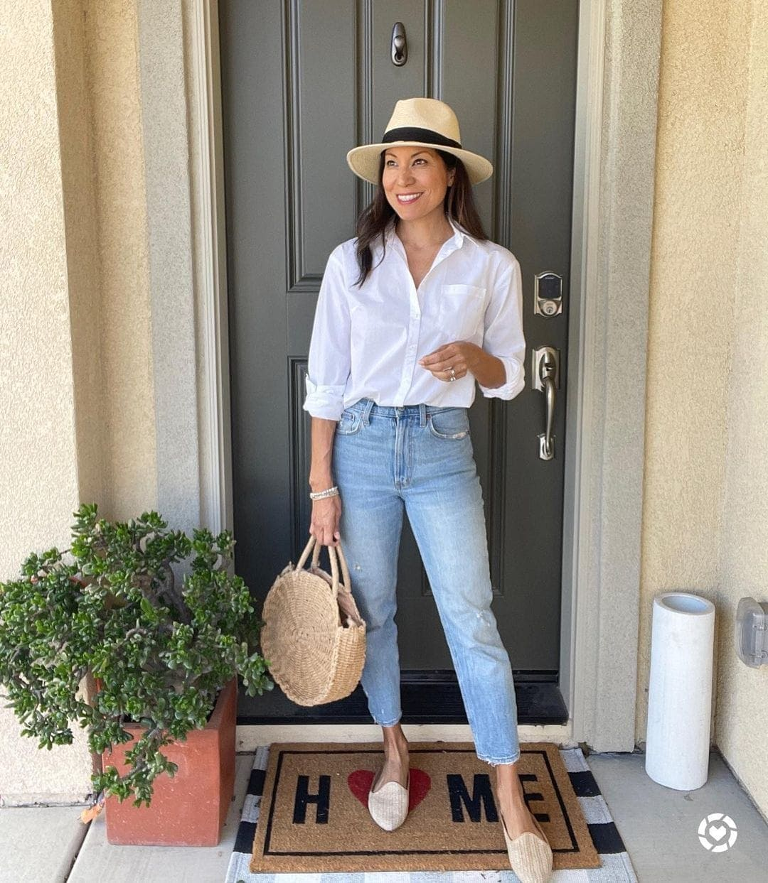 Adaline in a white shirt and jeans | 40plusstyle.com