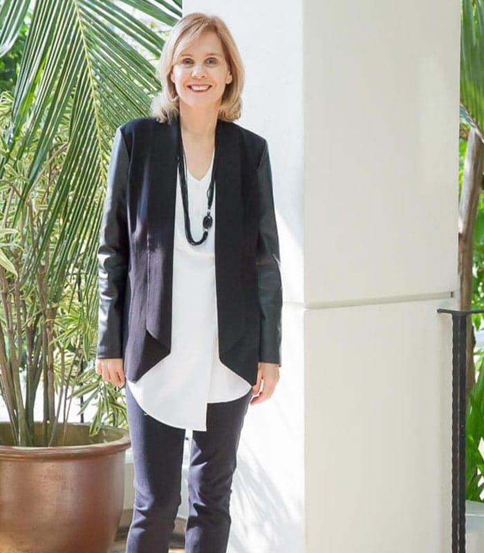 Capsule wardrobe challenge: wearing a blouse and blazer