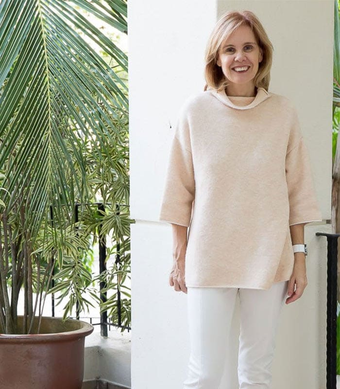 How I wear my bulky peach sweater – Plus bulky versus fitted sweater comparison!