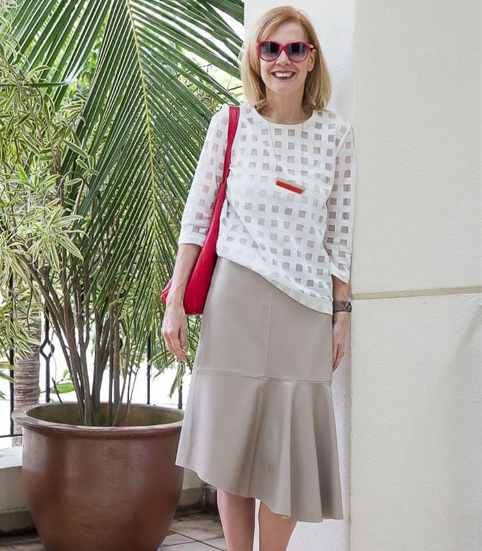 How to wear a faux leather skirt in both summer and winter