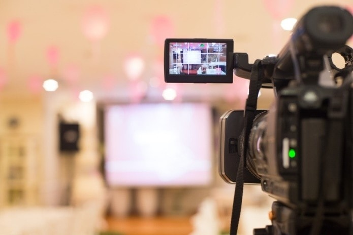Tips for Periscope and Other Broadcasts from Media Trainer, Presentation Trainer and Communication Consultant Lisa Elia of Expert Media Training