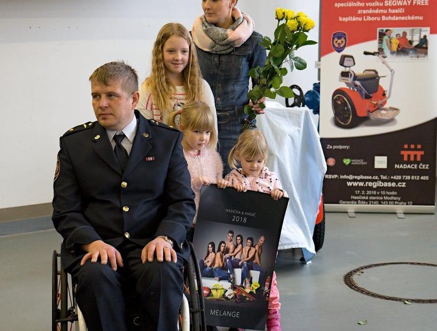 Nadace REGI Base I pomáhá třem hasičům z Královéhradeckého kraje. První už má speciální vozík