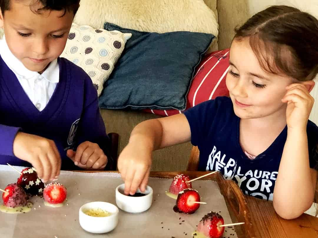 Easy Dessert Kids Can Make - Strawberries dipped in chocolate