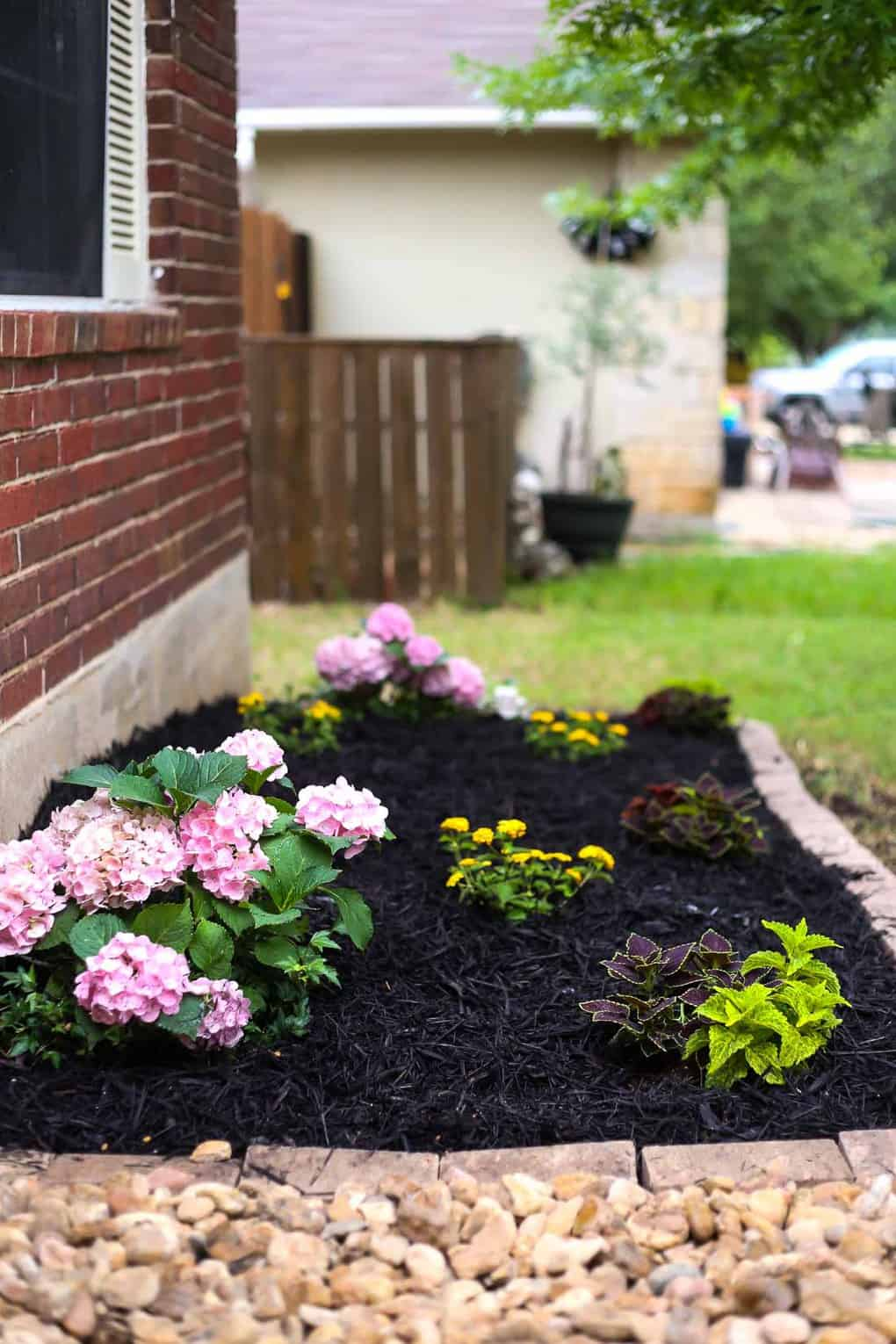Front Yard Landscaping Ideas: Our Simple Flower Bed Makeover on Simple Backyard Landscaping Ideas id=54518