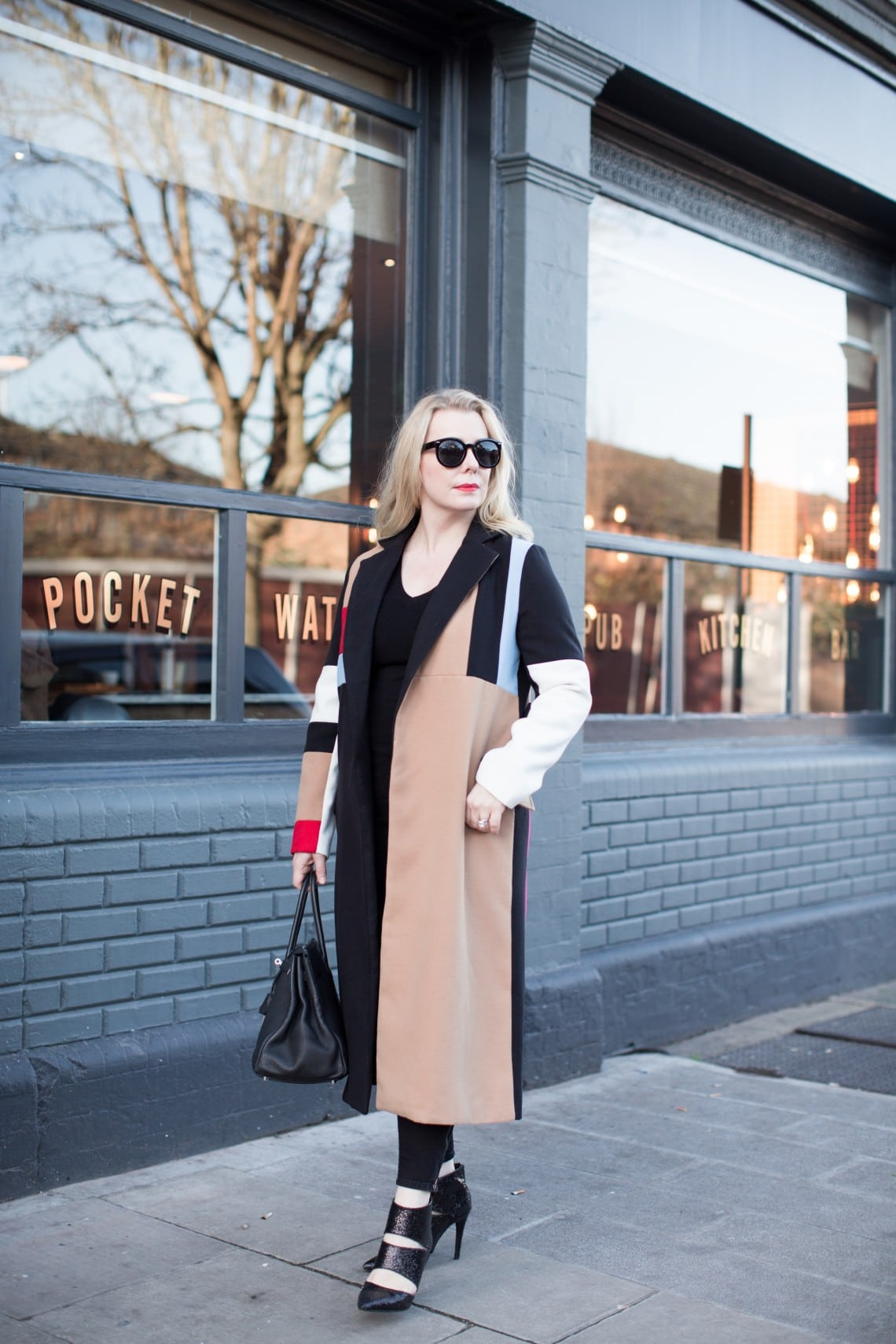 Chic color blocking coat outfit inspiration | 40plusstyle.com