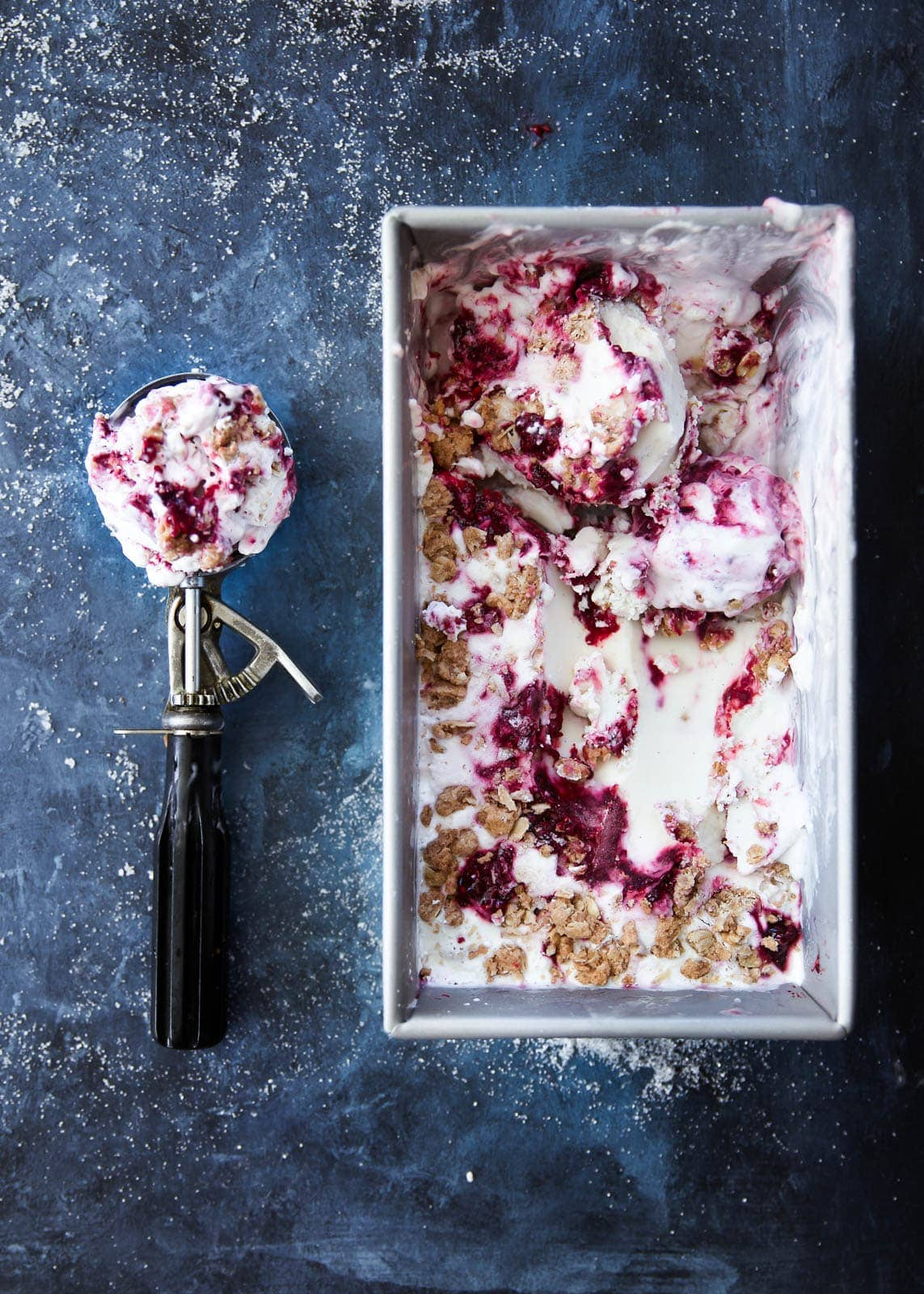 Gluten free Blackberry Crisp Frozen Yogurt that perfectly combines warm flavors in a tangy frozen yogurt