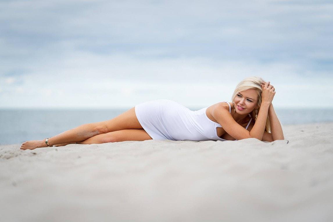 Aleksandra Model aus Hamburg am Strand
