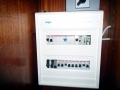 Stromverteiler AC 230V, oben der Umschalter für Landstrom / Generator