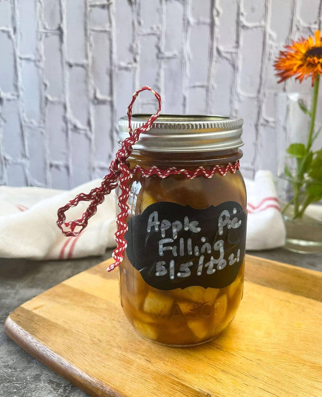 apple pie filling in a glass jar