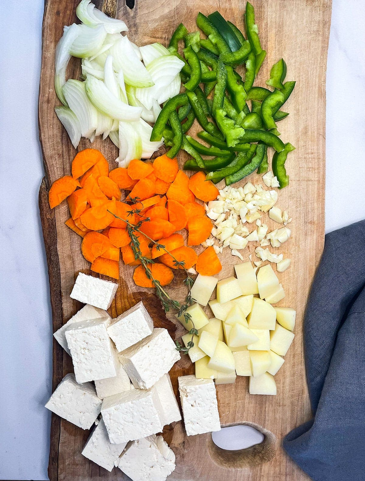 brown stew tofu ingredients chopped on cutting board