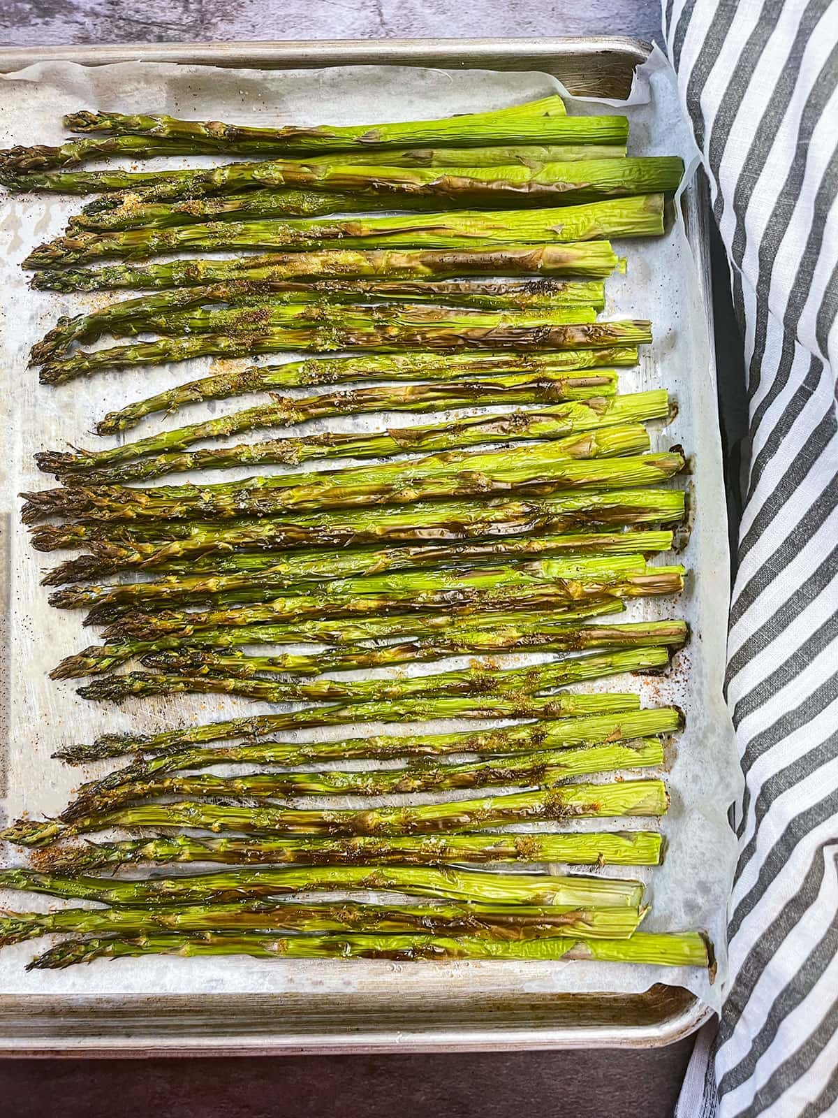 asparagus on air fryer sheet