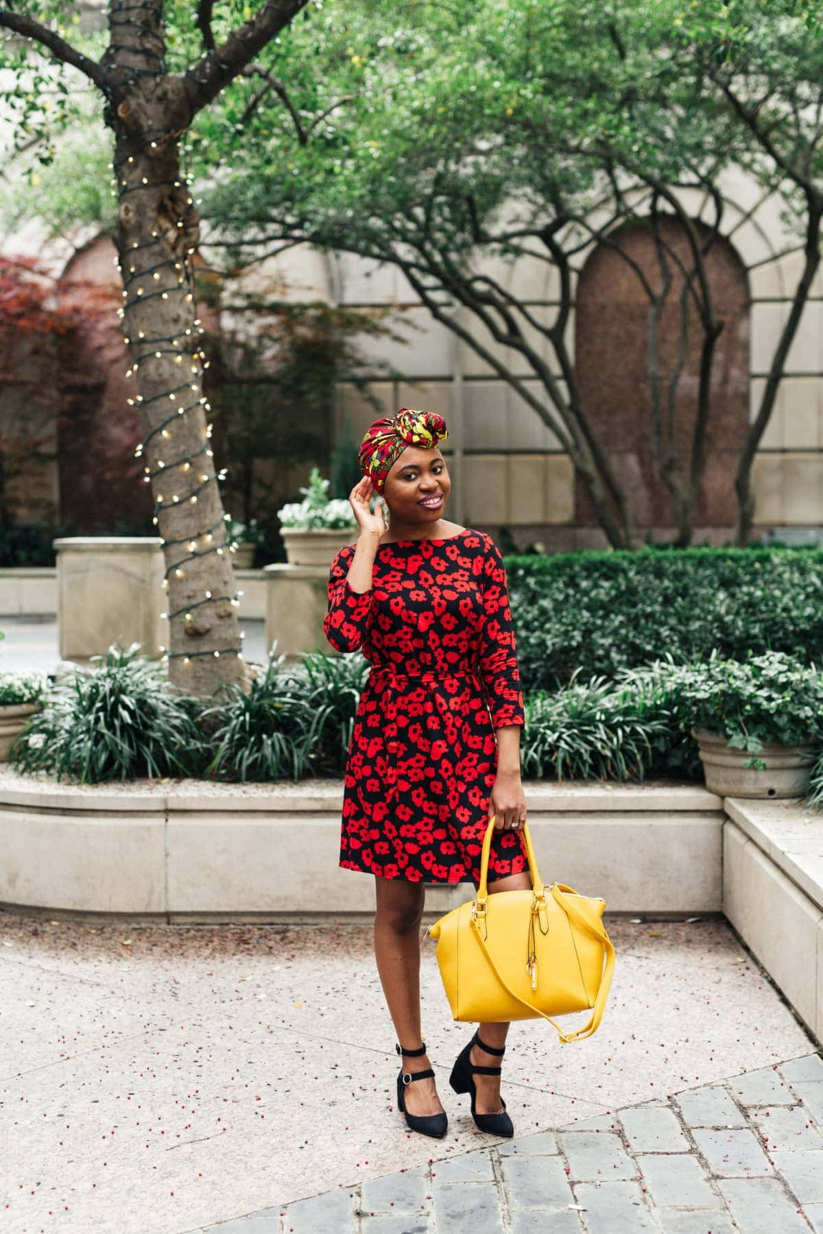 Sharing a stunning ankara scarf and summer dress outfit with you today. And a roundup of the best genuine ankara head ties and where to get them for cheap today. Keep reading to get the details. #africanfashionoutfits #summerstyle #ankarafashion #headwear