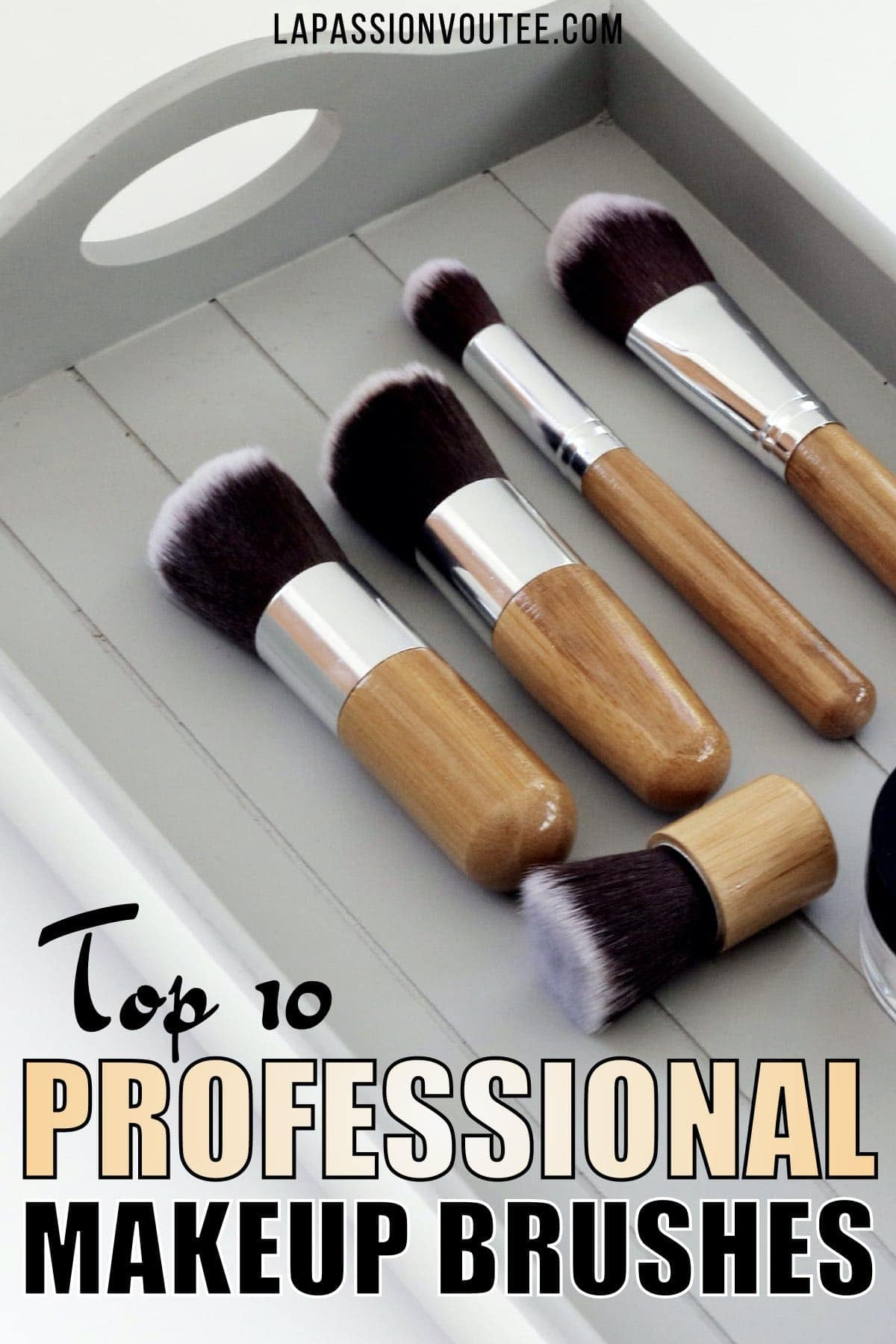 Discover the best professional makeup brush sets and best-selling on a budget. These brush kits are both amazing for beginners and awesome for professionals.