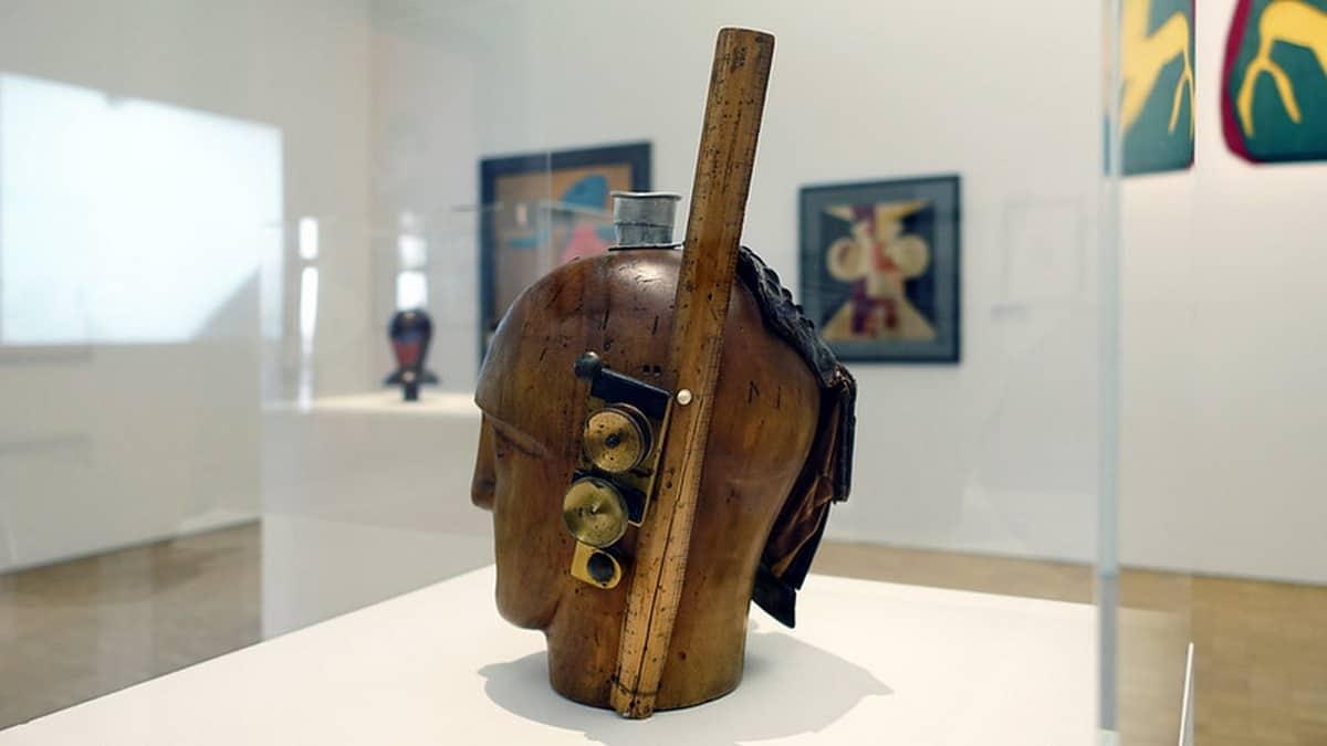 What is Dadaism or Dada Art? Artes & contextos Raoul Hausmann Mechanical Head The Spirit of our age 1921