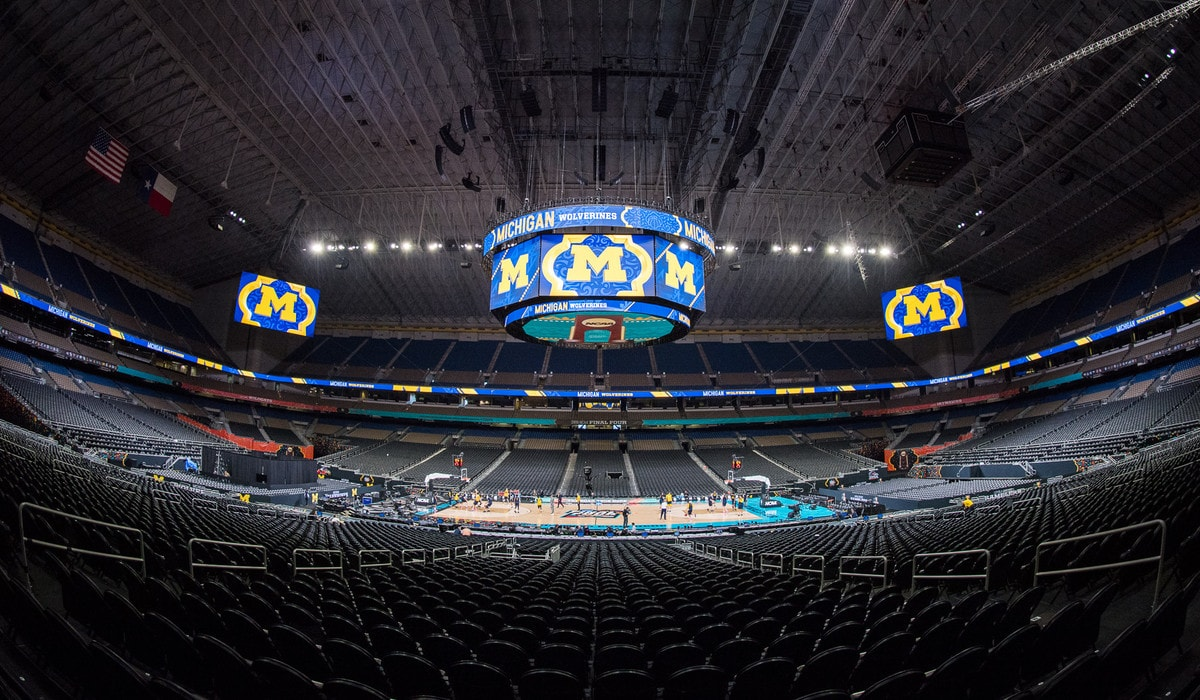 Michigan basketball practices at the 2018 Final Four at the Alamodome in San Antonio, TX