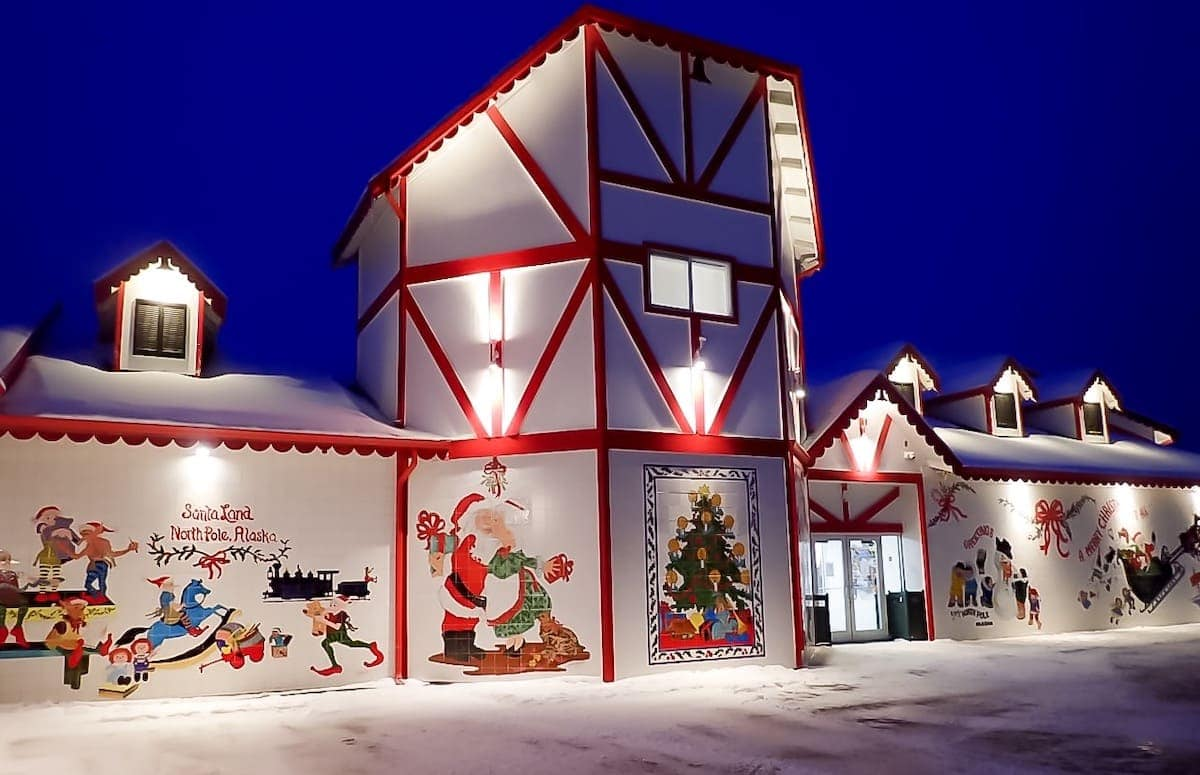 Everything you need to know about the best things to do in Fairbanks, Alaska from visiting Pioneer Park, the best time to see the Midnight Sun, the Northern Lights (aurora borealis), the Museum of the North, Santa Claus House, Running Reindeer Ranch and the best places to stay from Wedgewood Resort to Pike's Landing hotel. Santa Claus House.