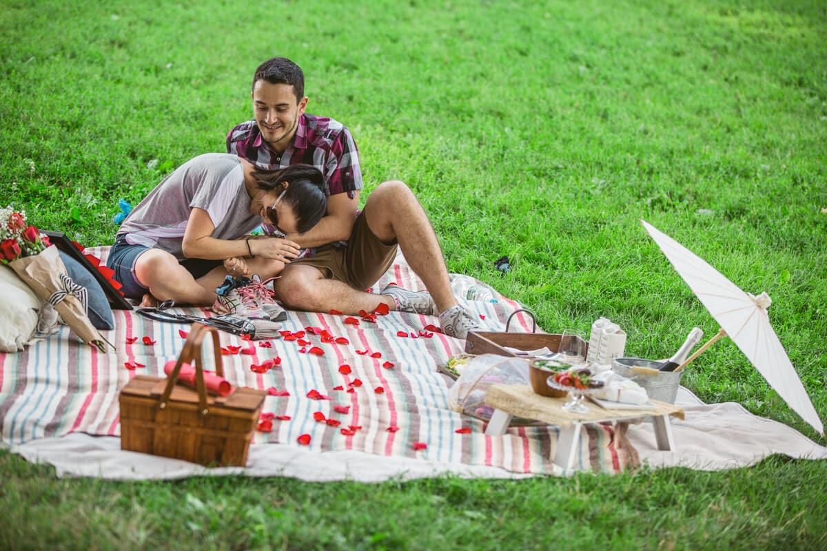 Photo 17 Picnic Proposal in Central Park | VladLeto
