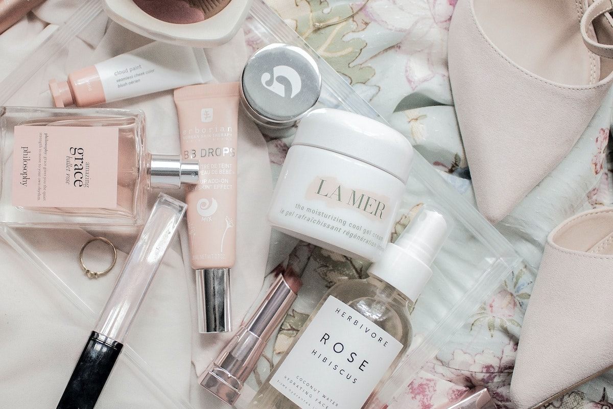 THREE exclusive La Mer skincare deals are included in the 2021 Nordstrom Anniversary Sale. Add these to cart ASAP!