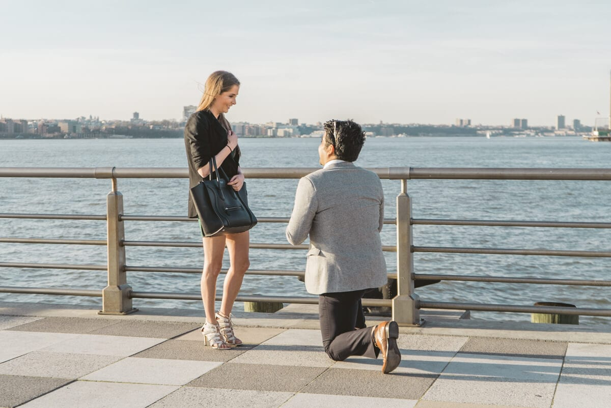 Photo Marriage proposal at Pier 25, Hudson River Park, NYC. | VladLeto
